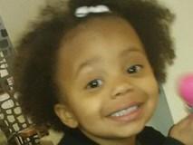 Vừa ra ngoài trở về, bà mẹ gào lên thảm thiết khi thấy con gái nhỏ 2 tuổi chết cóng trước nhà