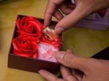 Khi dân F.A vùng lên vì một Valentine không cho các cặp đôi ... yên lành