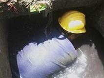 Lặng người xem cảnh làm việc của những người công nhân dọn rác