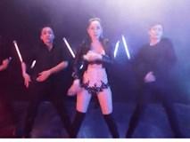 Chi Pu khoe vòng 1, sexy hết cỡ trong bản dance của MV 'Talk to me'