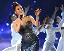 Xuân Bắc bị chê có vấn đề về nhận thức khi nhận xét bộ váy gợi cảm của Hồ Quỳnh Hương