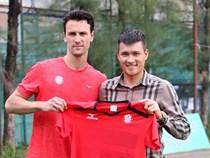 Công Vinh bất ngờ cho cựu tiền vệ MU nghỉ việc