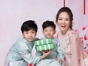 Mẹ con Đan Lê rạng rỡ trong bộ ảnh chào năm mới