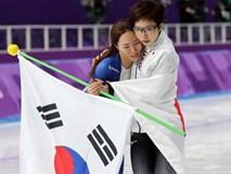 VĐV Nhật Bản bỏ ăn mừng để vỗ về, an ủi đối thủ Hàn Quốc đang khóc nức nở