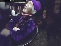 'Thần thái siêu đáng yêu' của bà ngoại vừa xem phim vừa ngủ gật