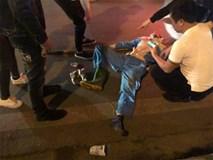 Công nhân môi trường đang lao động bị thanh niên say rượu đi xe máy đâm nguy kịch