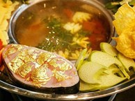 Ngày vía Thần Tài, đi ăn 4 món dát vàng ở Việt Nam để cả năm 'tiền vào như nước'