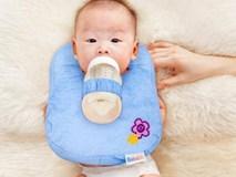 Những rủi ro đáng sợ mẹ nên nhớ sau vụ bé 4 tháng tử vong khi tự bú bình