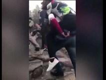 Nam thanh niên cõng người yêu lên đỉnh Yên Tử vãn cảnh