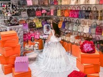 Căn phòng để đồ rộng bằng căn hộ, chứa 200 túi Hermes, 300 đôi giày và núi đồ hiệu xa xỉ của bà hoàng thời trang