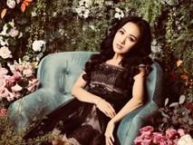 BTV Hoài Anh khoe nhan sắc xinh đẹp bên hoa