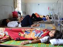Hàng chục học sinh nhập viện sau bữa cơm chiều