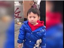 Cậu bé giận dỗi khi bị 'chơi khăm' ngay trước mắt