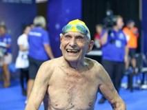 Cụ ông 99 tuổi phá sâu kỷ lục bơi thế giới