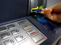 Tài khoản ngân hàng gánh chục loại phí: Không giao dịch cũng mất tiền