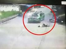 Phẫn nộ cảnh chiếc xe cố tình cán qua người nạn nhân
