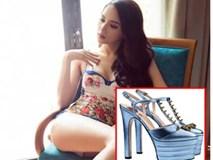 Tung ảnh với bikini nóng bỏng, Hương Giang bị soi đến tận đôi giày!