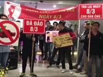 Clip hài hước thanh niên biểu tình 'phản đối' ngày Quốc tế Phụ Nữ 8-3