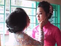 Mẹ hát tặng con gái trong ngày cưới cực cảm động