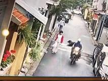 """Video: Cảnh trộm chó táo tợn giữa phố Hà Nội khiến dân mạng Việt """"dậy sóng"""""""