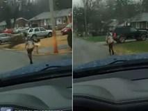 Bắt con trai chạy bộ đến trường giữa trời mưa nhưng ông bố lại này được cư dân mạng vỗ tay khen ngợi