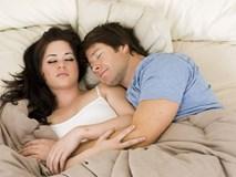 Lần đầu qua đêm với người yêu, cô gái bất ngờ với hành động của bạn trai