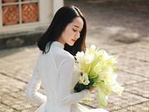 Xao lòng ngắm người đẹp bên hoa loa kèn đầu mùa