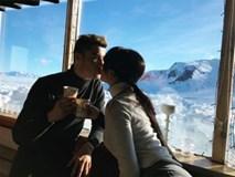 Ronaldo lãng mạn hôn bạn gái giữa trời đầy tuyết