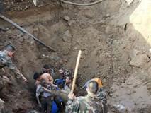 Hàng chục cảnh sát dùng tay đào đất cứu người bị chôn sống