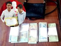 Khen thưởng thầy giáo thất nghiệp trả gần 90 triệu đồng tiền rơi