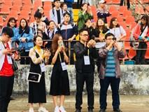 Hàng trăm CĐV Hải Phòng tới sân Lạch Tray chỉ để xem Xuân Trường, Công Phượng tập luyện