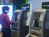 Vietcombank lại điều chỉnh loạt phí dịch vụ ngân hàng