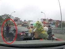 Tước bằng lái xe 2 tháng với nữ tài xế quay đầu ôtô trên cầu