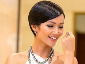Hoa hậu H'Hen Niê diện đơn giản vẫn tỏa sáng với trang sức tiền tỷ