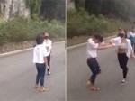 Chồng đánh vợ trên phố, chàng Tây dừng xe can ngăn nhưng đành bỏ đi vì phản ứng sau đó-1