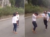 Clip: Nữ sinh đánh nhau dã man như phim chưởng, bạn bè đứng ngoài hò reo, cổ vũ