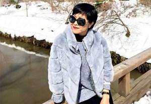 MC Thảo Vân thích thú tạo dáng trước khung cảnh tuyết trắng xóa