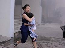 """Lời kể ám ảnh của người thoát chết vụ cháy chung cư: """"Tôi đã bước qua những xác người"""""""