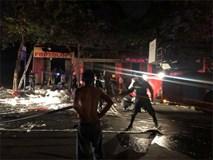 Vợ chồng cùng 3 con nhỏ kêu cứu trong ngôi nhà bốc cháy dữ dội lúc nửa đêm, bé trai 2 tuổi tử vong