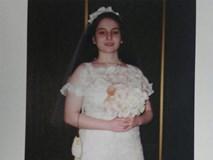 Cuộc sống địa ngục của cô bé bị mẹ ép kết hôn trong phòng khách khi mới 13 tuổi