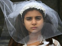 Câu chuyện đầy nghi lực của cô gái kết hôn năm 10 tuổi, 11 tuổi trở thành góa phụ khi vừa mới sinh con