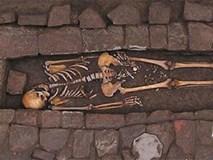 Bí ẩn chuyện người mẹ sinh con trong quan tài sau khi chôn cất
