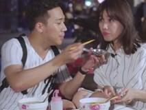 Lần thứ n sau ngày cưới, Trấn Thành 'bạt tai' Hari Won: 'Con gái gì mà ăn tới đâu rơi tới đó'
