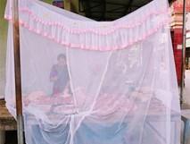 Sửng sốt khi thấy người bán hàng mắc màn tuyn giữa chợ nhưng biết lý do ai cũng khen ngợi