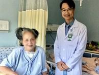 Cụ bà bị bướu cổ nặng nửa ký, phải ngủ ngồi suốt nhiều năm suýt mất mạng vì biến chứng