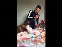 Chú chó một lòng bảo vệ em bé trước những