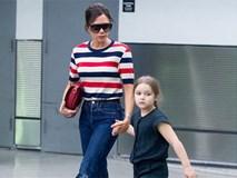 Phờ phạc vì chuyến bay dài, Harper Beckham được mẹ