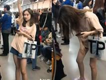 15s đứng gãi chân, vuốt tóc trên tàu điện ngầm, cô gái vẫn khiến dân mạng ráo riết tìm