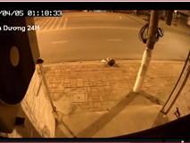 Video: Vụ tai nạn lúc 1 giờ sáng khiến cả khu phố hoảng hốt, thức giấc