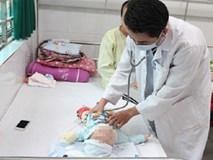 Mẹ cho con uống oresol sai cách, bé gái 8 tháng tuổi phải nhập viện khẩn cấp